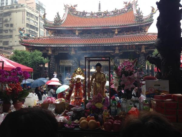 龍山寺は神様がいっぱい。台湾中の神様がやってくる