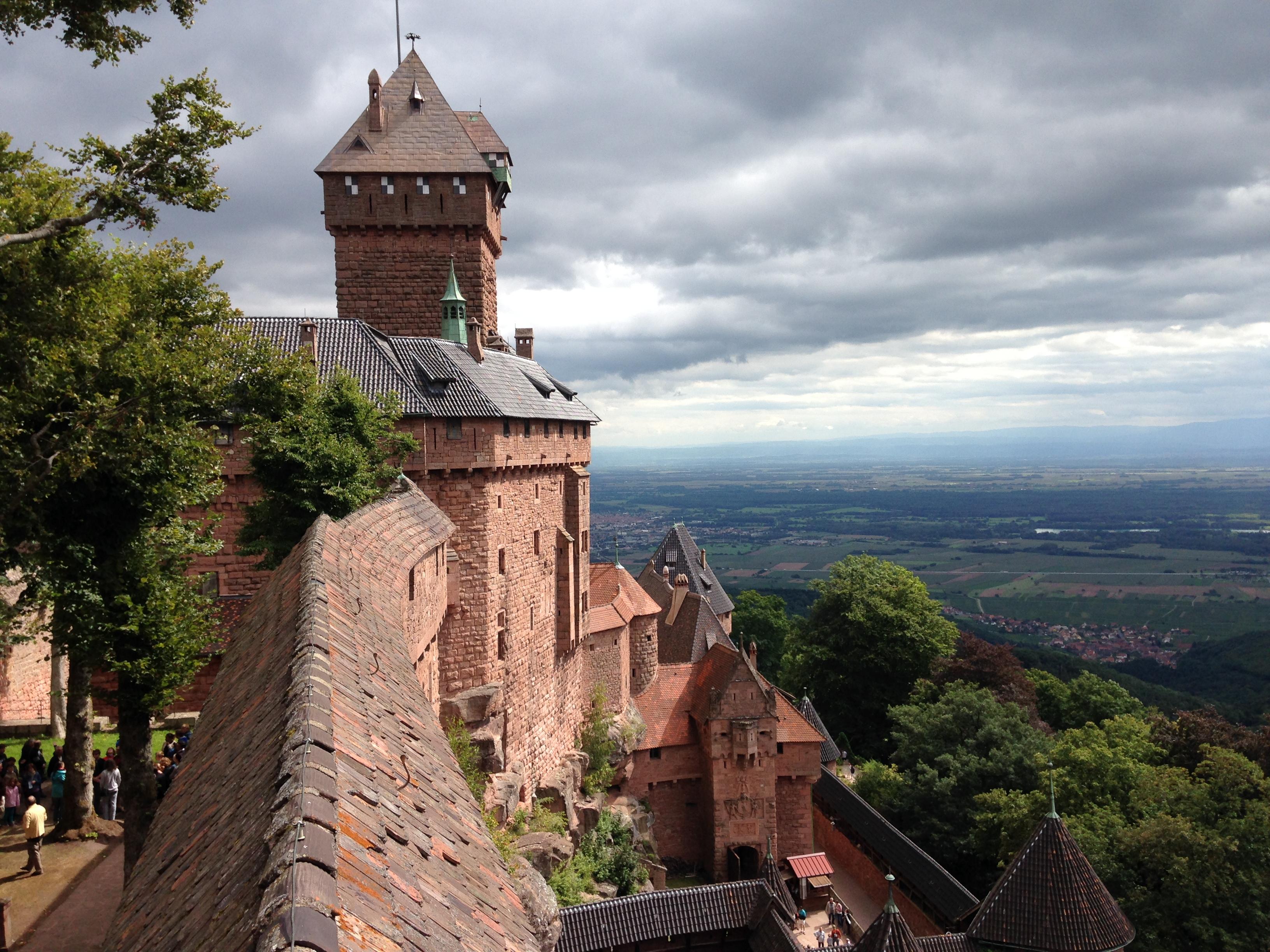 お城の山に登ると視界が開けて、アルザスの村々が見渡せる。