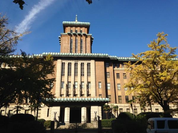 神奈川県庁の建物です。