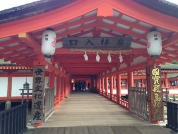 世界文化遺産にふさわしい、赤い回廊。世界に自慢したい、宮島 厳島神社