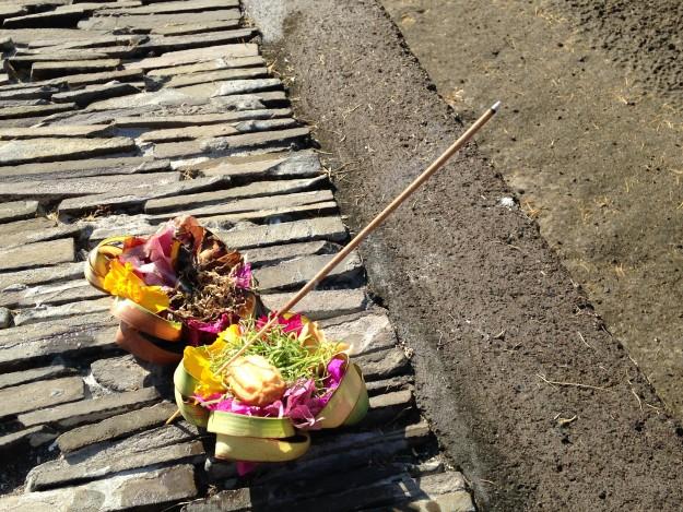 バリ人の生活は神様とお祭りとお供えと