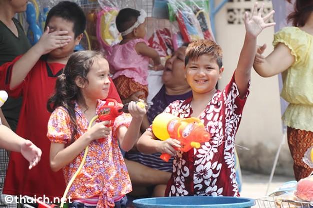 ソンクラーンは、タイのハチャメチャ!水かけ祭り