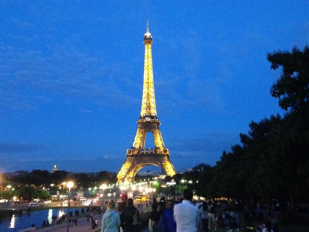 パリのエッフェル塔、おすすめスポットはどこ?