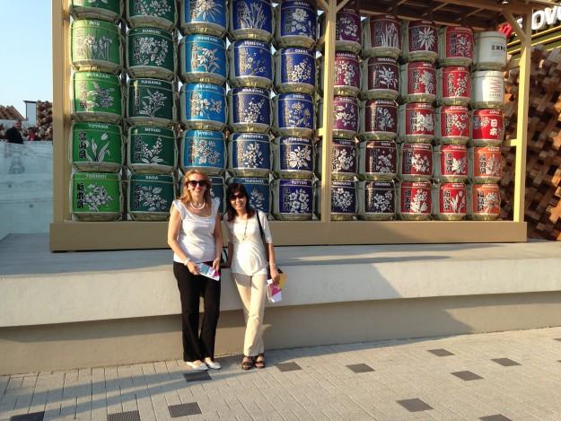 ミラノ万博、日本館。日本の酒樽もファッショナブル