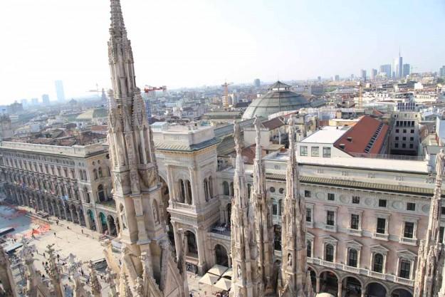 ドゥオーモの屋根の上に登って、ミラノの街を見てみよう!!