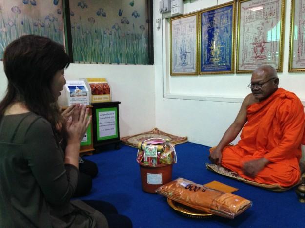 タイで徳を積みました!これをタムブンといいます。(1)