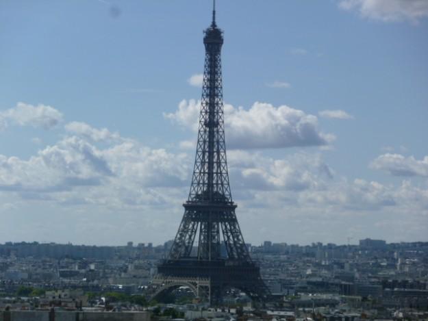凱旋門からのエッフェル塔の眺め。どこで見ても素敵