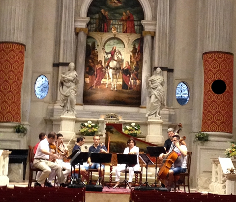 ヴェネツィアの夜は教会でのヴィバルディのコンサート  イタリア