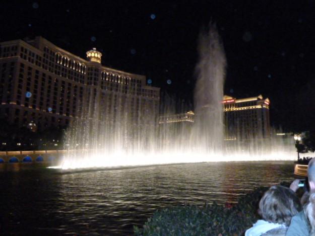 ペラージオの噴水ショー。音楽に合わせて噴水が踊る。毎時行われるので滞在中にはほとんど見れる。