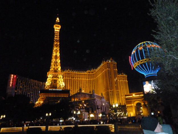 ラスベガス ストリップ大通りにあるホテルパリス パリが集まっている!!!