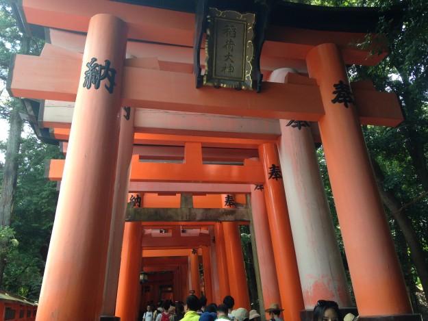 京都 伏見稲荷大社の千本鳥居。