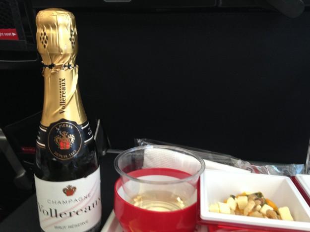 JAL プレミアムエコノミー 本物のシャンペンをいただくのが正解!