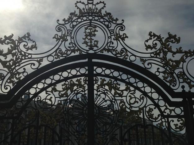 女帝エカテリーナの宮殿は門からして、美しいこだわり