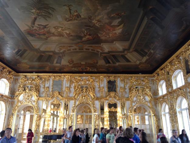 エカテリーナ宮殿の内部を現地のガイドツアーでじっくりと鑑賞!