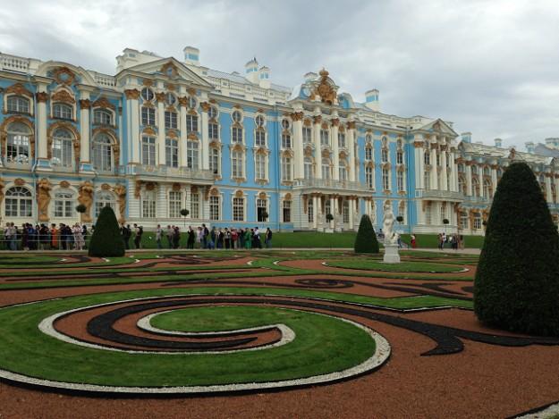 エカテリーナ宮殿の正面の庭園
