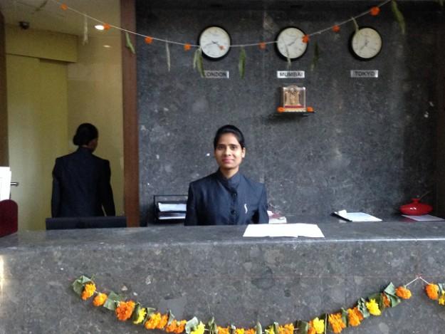 インドでのビジネスマナー。欧米とは違って特殊ですね。