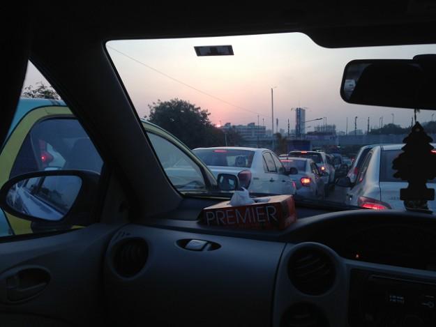 ムンバイの有名な大渋滞。空港へは余裕をもって。