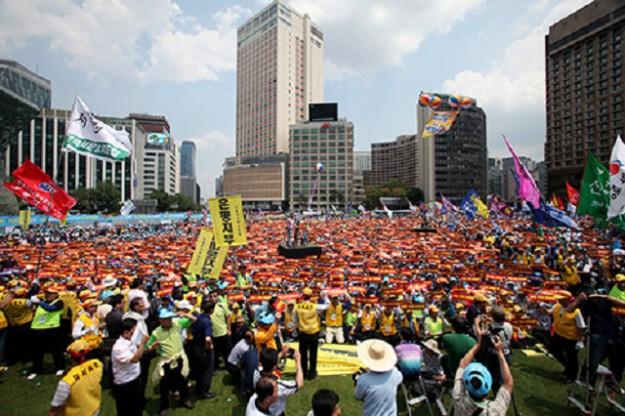 韓国のデモは勝ち得た民主主義の象徴!  ソウル