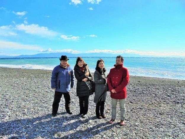 気持ちよさそうな写真。風が強くて、流石、松原の海。三保の松原。富士山よ、出てこい!
