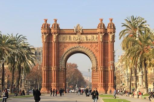 バルセロナの凱旋門。まるで南国の凱旋門!