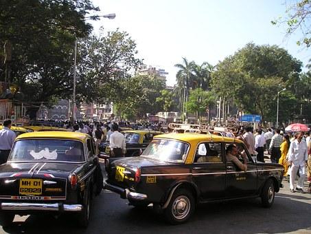 ムンバイの交通渋滞、車は横からも前からも来る!
