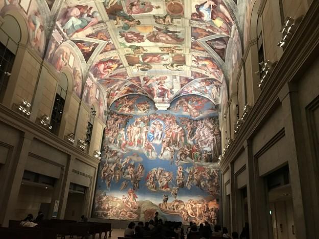 バチカン市国のシスティーナ礼拝堂。ここでは写真も取り放題