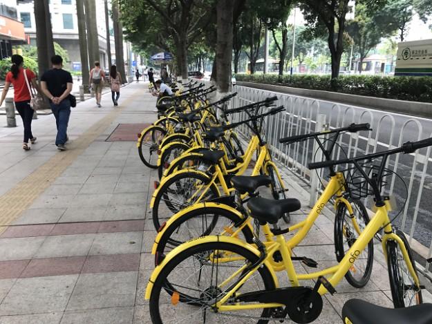 広州の町のいたるところにある、レンタルバイク。どれもピカピカできちんと管理されている。