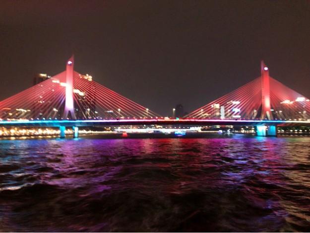 鳥が羽を広げたような斜張橋の海印大橋がみえてきます