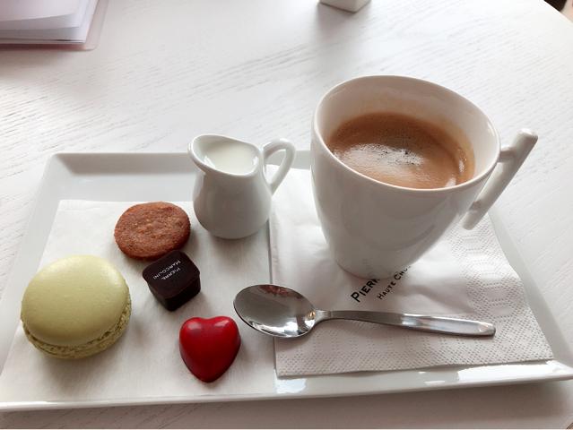これで5ユーロ!!なんて美味しそうなコーヒーセット!!!ベルギーにきたら、Must Go !!!