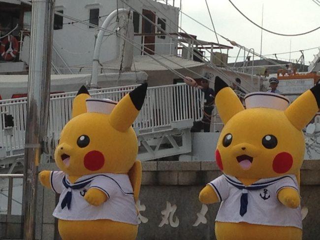 日本丸のピカチュウ~セーラー服で踊る踊る