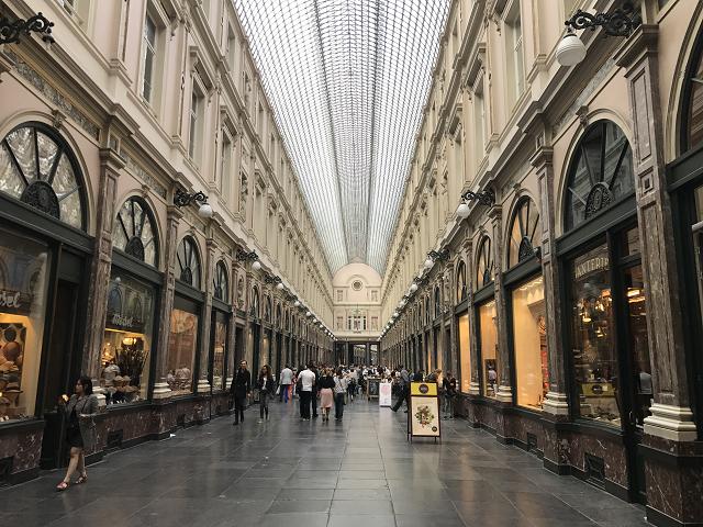 ギャルリー・サンペジュールは雨でも高級ショッピングが楽しめる、美しいアーケード。