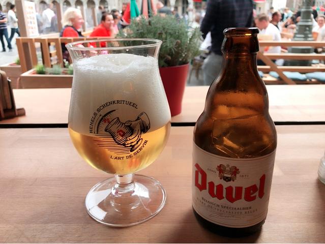ベルギーの第1杯目はDuvel。何にしようかと迷ってやっぱりいちばんおすすめのビールをいただきました。