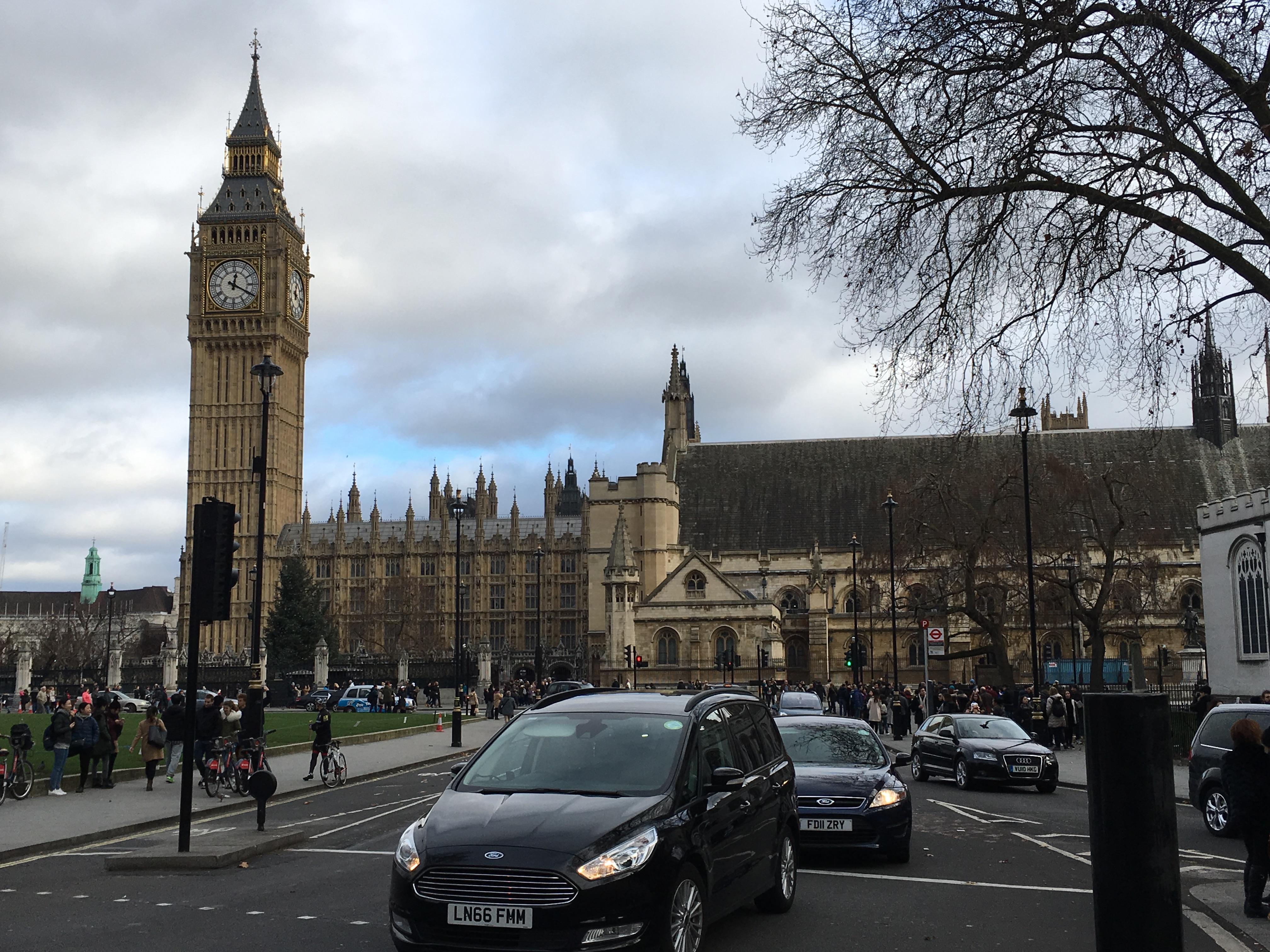 ロンドンの象徴、ビックベン。最もロンドンらしい景色ですね。