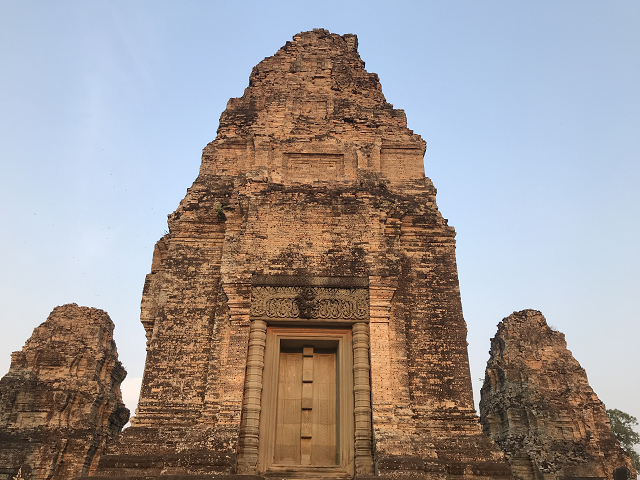 ピラミッド型の塔。登る階段はかなり急です。遺跡巡りは体力勝負!