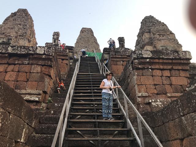 こちらは、階段と手すりがつけられていました。手すりでもないと上るのはかなり大変です。
