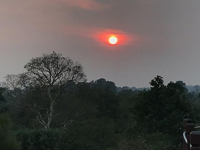 最後は真っ赤にフィナーレを。カンボジアの彼方にしずんでいきます。今日は本当によく動きました。