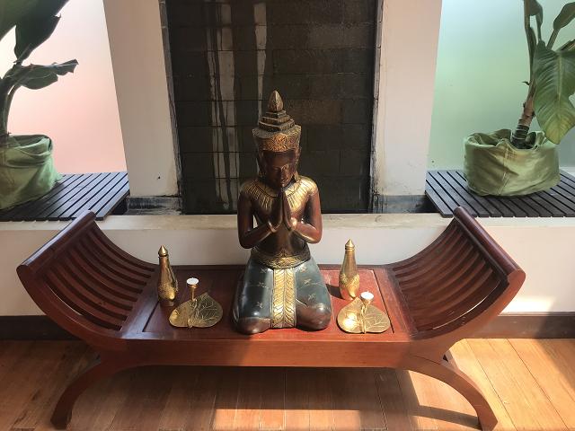 カンボジアのTOPスパの一つ。1時間のアロママッサージつきで夢ごこちです。ジンジャーの飲み物で体を温めて