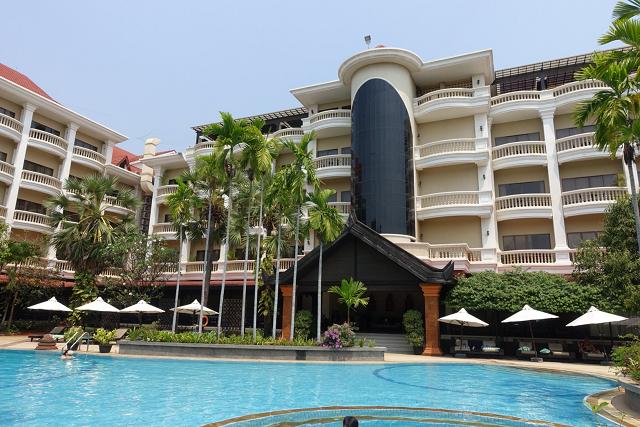 ホテルのプール。Privelige Floorはmain塔の3階と4階です。