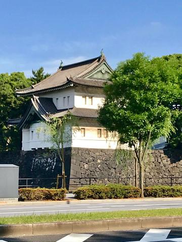 外堀の桔梗門を守るくるわ。まるで砦のような、江戸城の名残です。