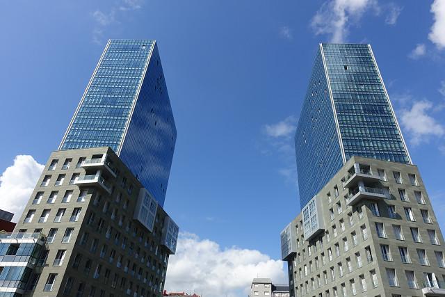 磯崎タワー。知る人ぞしる、日本の建築家が建てたツインタワー