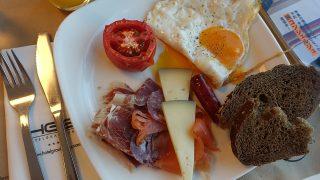 イベリコ豚が食べ放題?!美食ビルバオの美味しいホテル