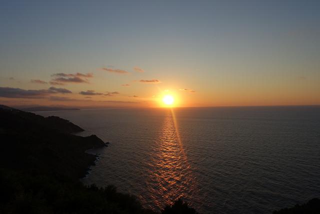 雄大な大西洋に太陽が沈む。モンテ・イゲルド。サン・セバスチャンの夕暮れ。
