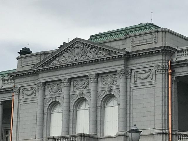 明治時代の建物で国宝第1号。鉄骨とレンガで作った基礎のため、関東大震災でも崩れませんでした。