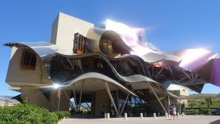 Hotel Marques de Riscal(マルケス・デ・リスカル)ワイナリーに浮かぶフランク・ゲイリーの名建築